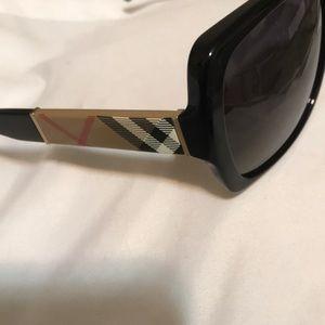 Burberry Accessories - Burr 👉🏽berry Sunglasses 🕶❗️